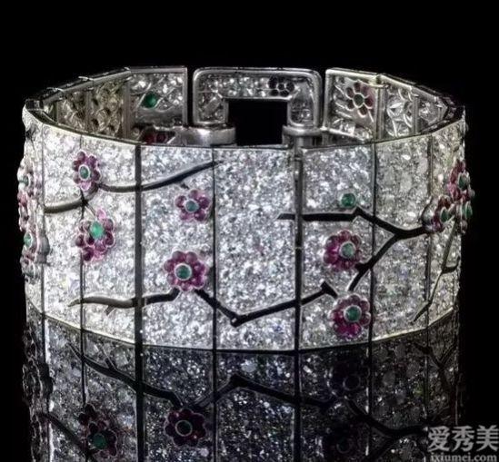 女人世界的櫥窗推薦,奢侈的飾品,除開材料尤其設計也是稱得上一流