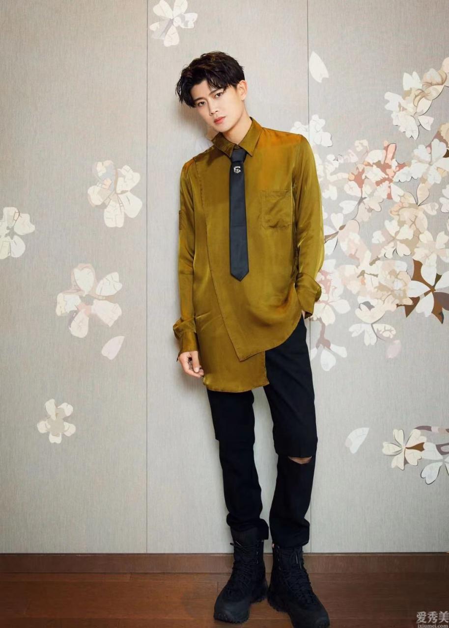 男生穿搭學任嘉倫造型,有一種兵哥哥的帥氣感