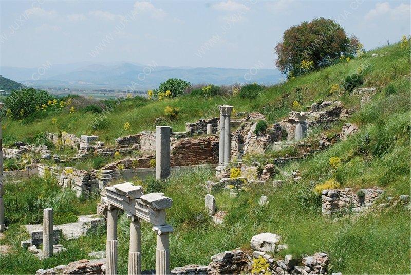 無人深空與在廢墟上重建羅馬的人們