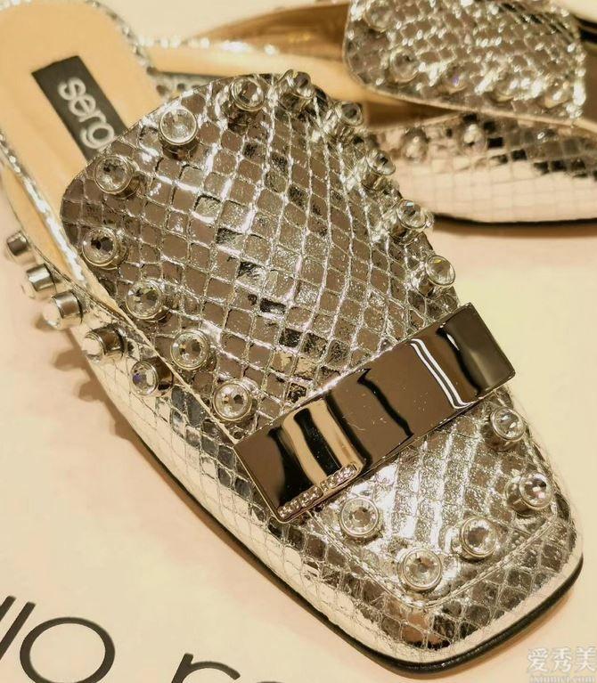 充斥著法式浪漫的平底鞋,SergioRossi那樣演繹30+女人的完善魅力