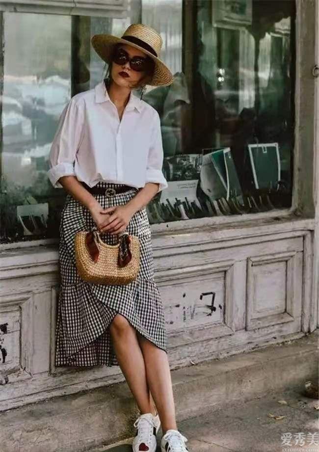 """穿不油膩的白鞋子,今年夏天時興這""""4種""""穿法,漂亮高端大氣更顯氣場"""