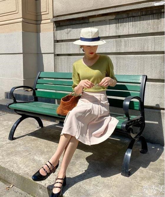 """今年夏天最火的這""""3雙""""鞋,比高跟鞋時髦、比小白鞋顯腿長,愛瞭"""